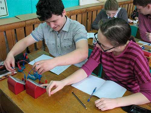 измеряется напряжение на резисторах